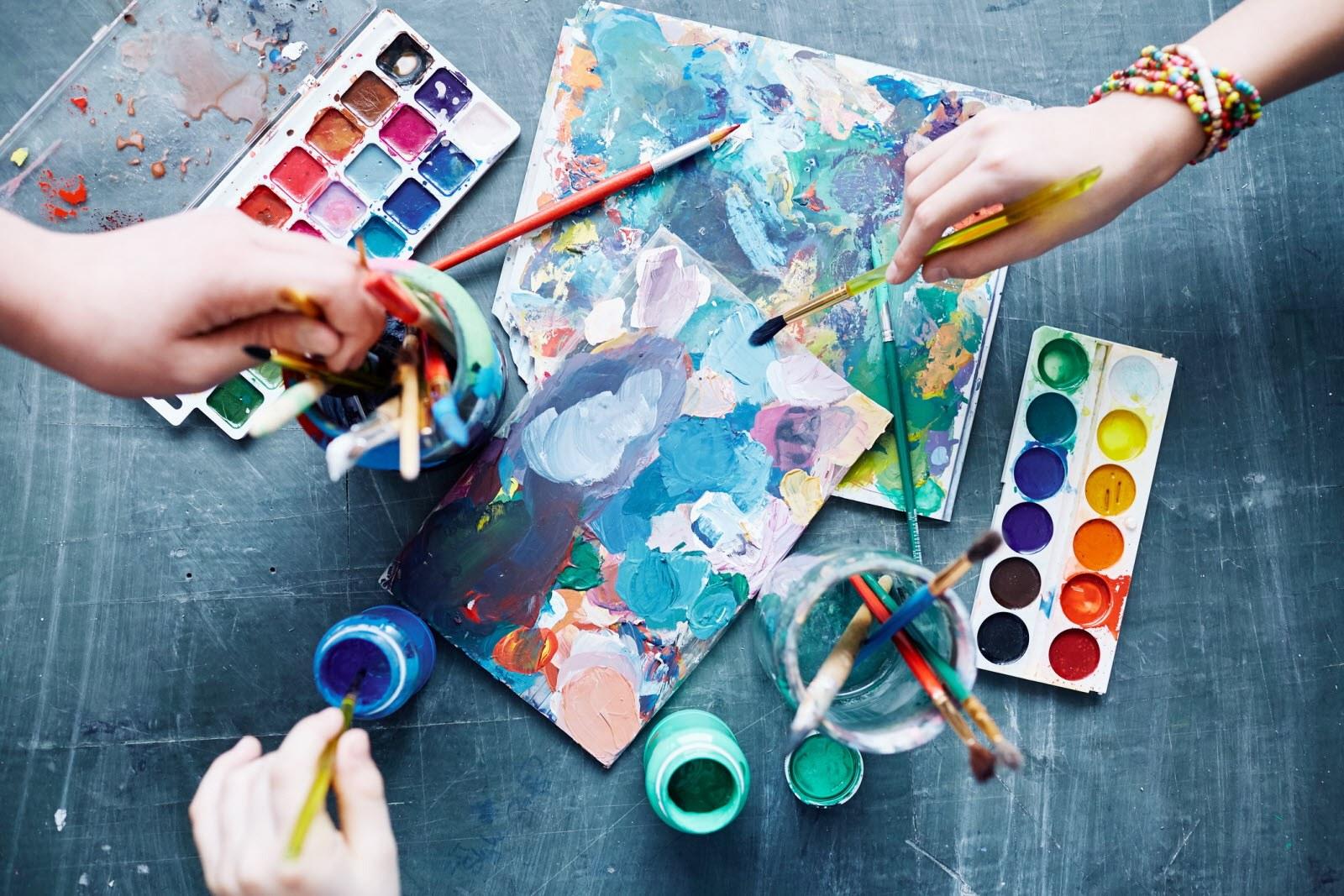as-vantagens-de-fazer-um-curso-de-educacao-artistica-a-distancia-20180215145638.jpg